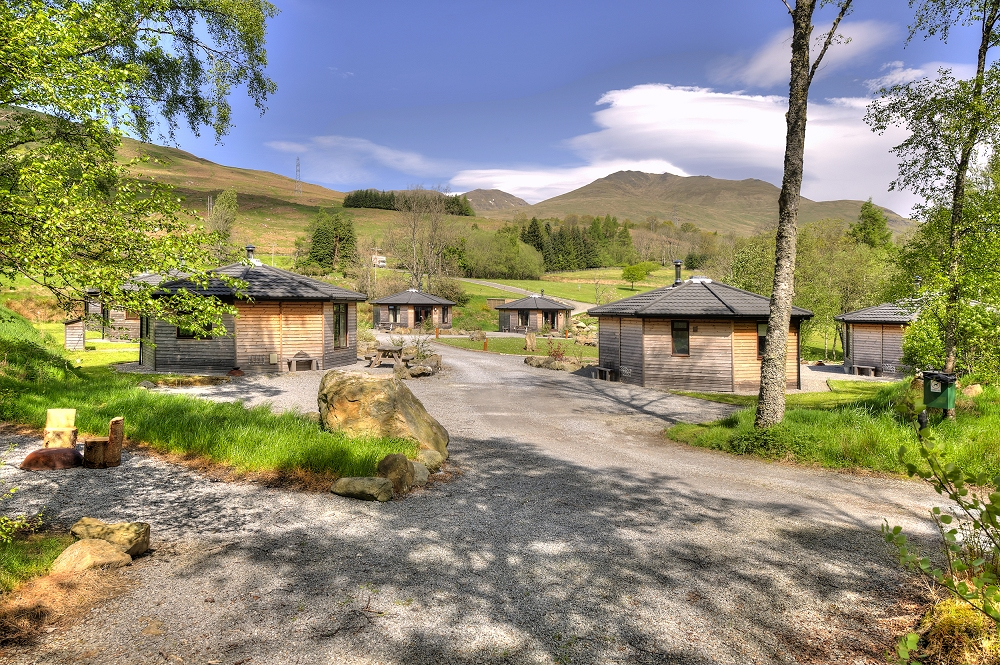Woodland_Cabins_at_Loch_Tay.jpg