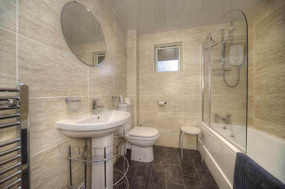 Golden_Mary_1000_-_0I5D7660_bathroom_Small.jpg
